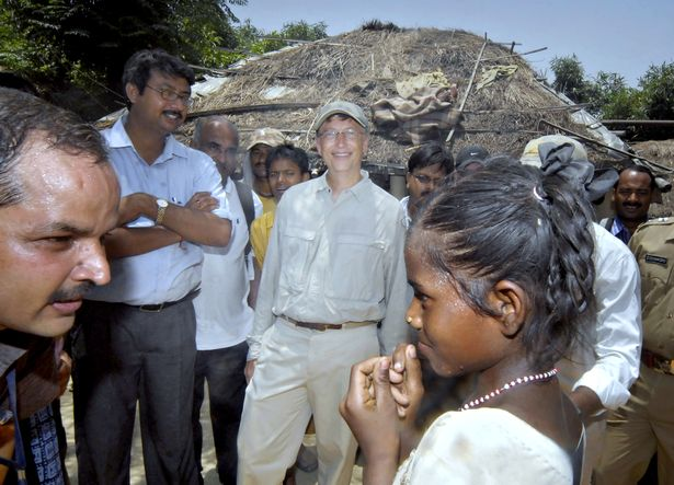 بيل غيتس يزور قرية جولاريا في نيجيريا في عام 2010 (الصورة من : Getty)