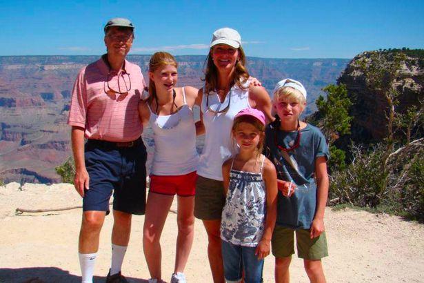 بيل غيتس وعائلته ابنتة جنيفر، زوجتة ميليندا، ابنة فيبي، وابنه روري