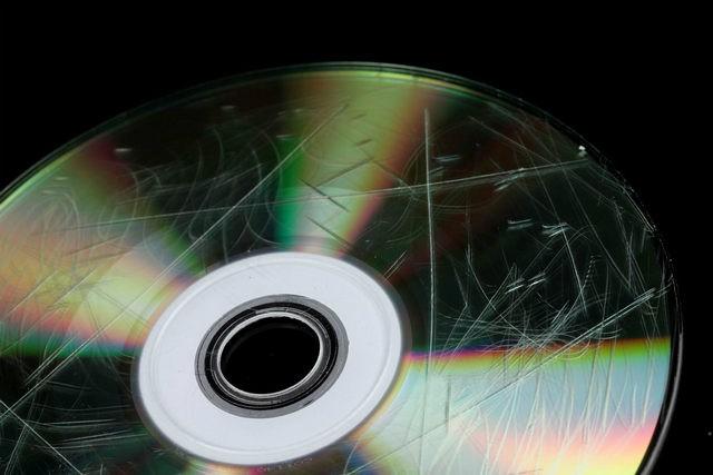 كيفية إصلاح تلف الأقراص المدمجة CD أو أقراص الفيديو الرقمية DVD واستعادة البيانات